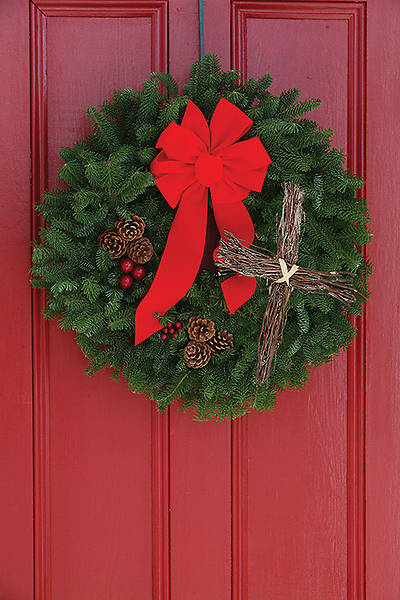LIVE Balsam Wreath with Cross 24