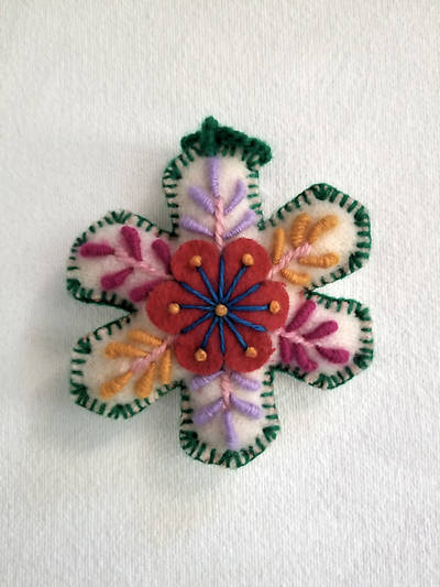 Picture of Embroidered Snowflake Ornament Green Edge